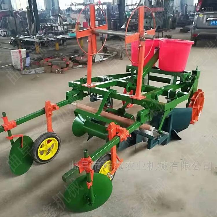 四轮带动播种铺地膜机 花生施肥喷药设备