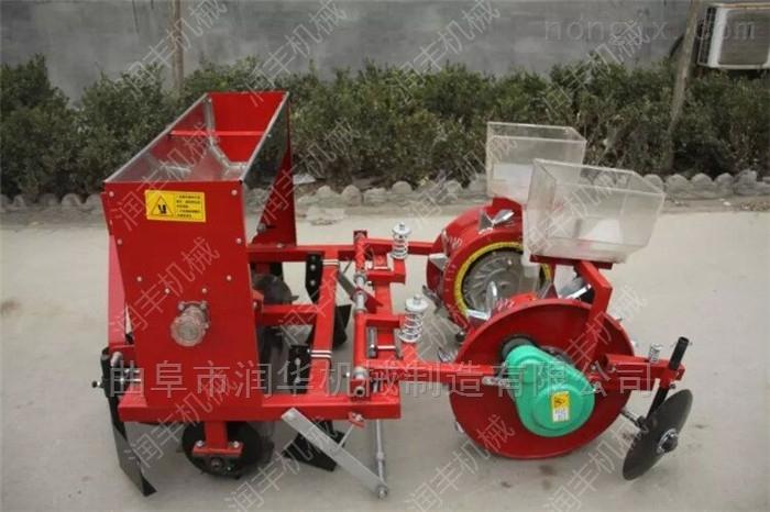 开沟施肥玉米播种机 四轮车带黄豆精播机