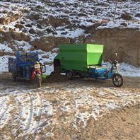 牲畜饲料环保型撒料车 饲养方便柴油喂料车