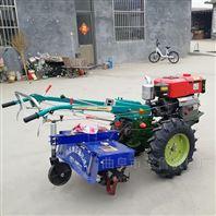 农户用手扶手扶拖拉机