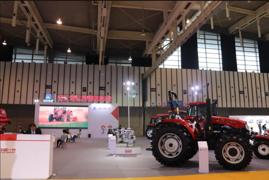 中国一拖东方红系列拖拉机亮相第十届江苏千赢国际城展