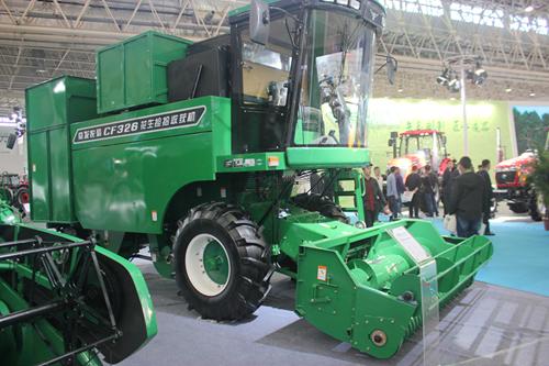 党建结对帮扶村10名农民来到中国国际农机展